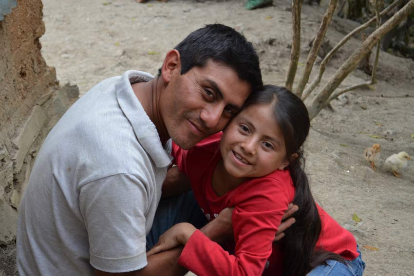 Alvaro et sa fille Naydelin. Photo: Plan International