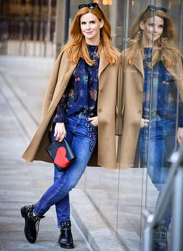 Sarah Rafferty est ambassadrice de Plan International.