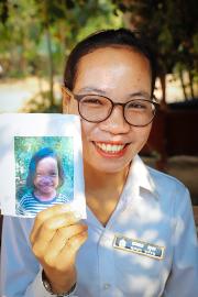 Tort met een foto van toen ze nog een Plan Kind was.