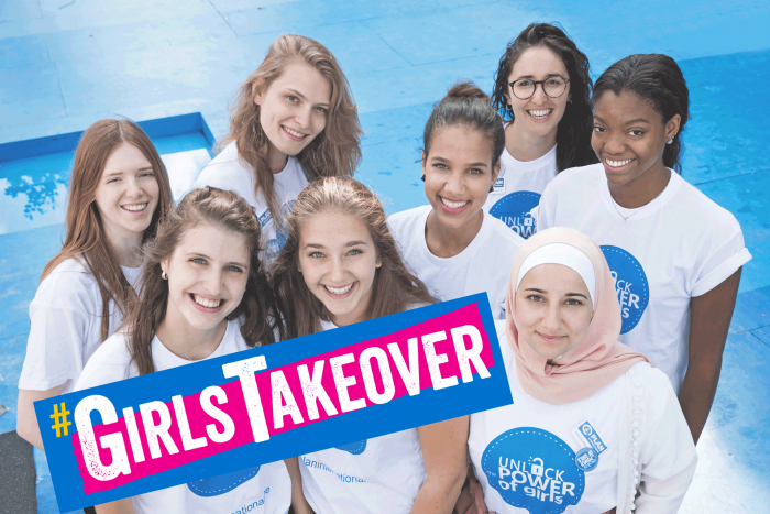 De jongerenactivisten an de Girls Takeover-acties. Foto: Plan International/Greetje Van Buggenhout